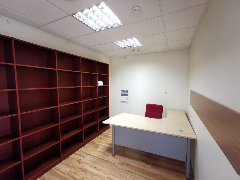 Strādāt no mājām vai iznomāt nelielu biroju?